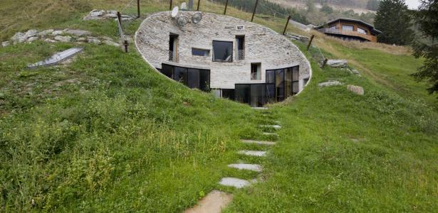 Constructeur maison enterree - Construire une maison en terre ...