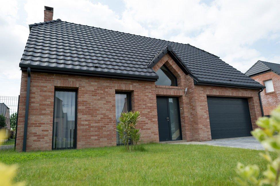 maison etage brique