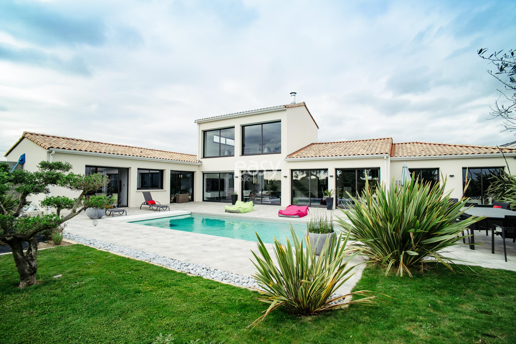 Maison moderne 200m2 for Photo de plan de maison