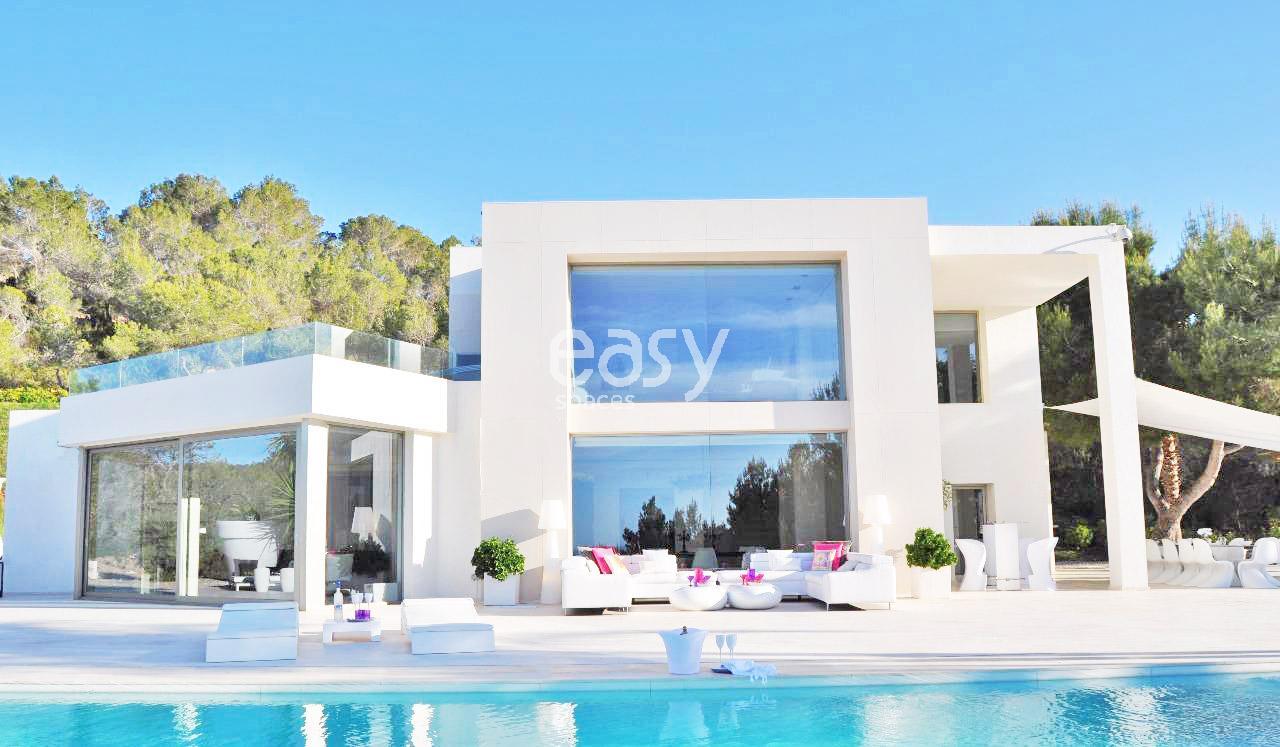 Maison moderne a louer for Maison location piscine