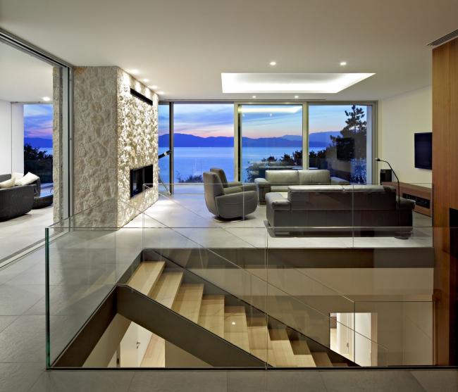 maison moderne avec grande baie vitree