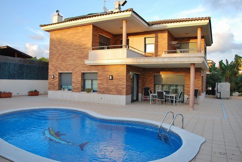 maison moderne avec piscine a vendre