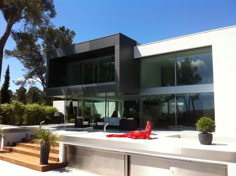 maison moderne grande baie vitree. Black Bedroom Furniture Sets. Home Design Ideas