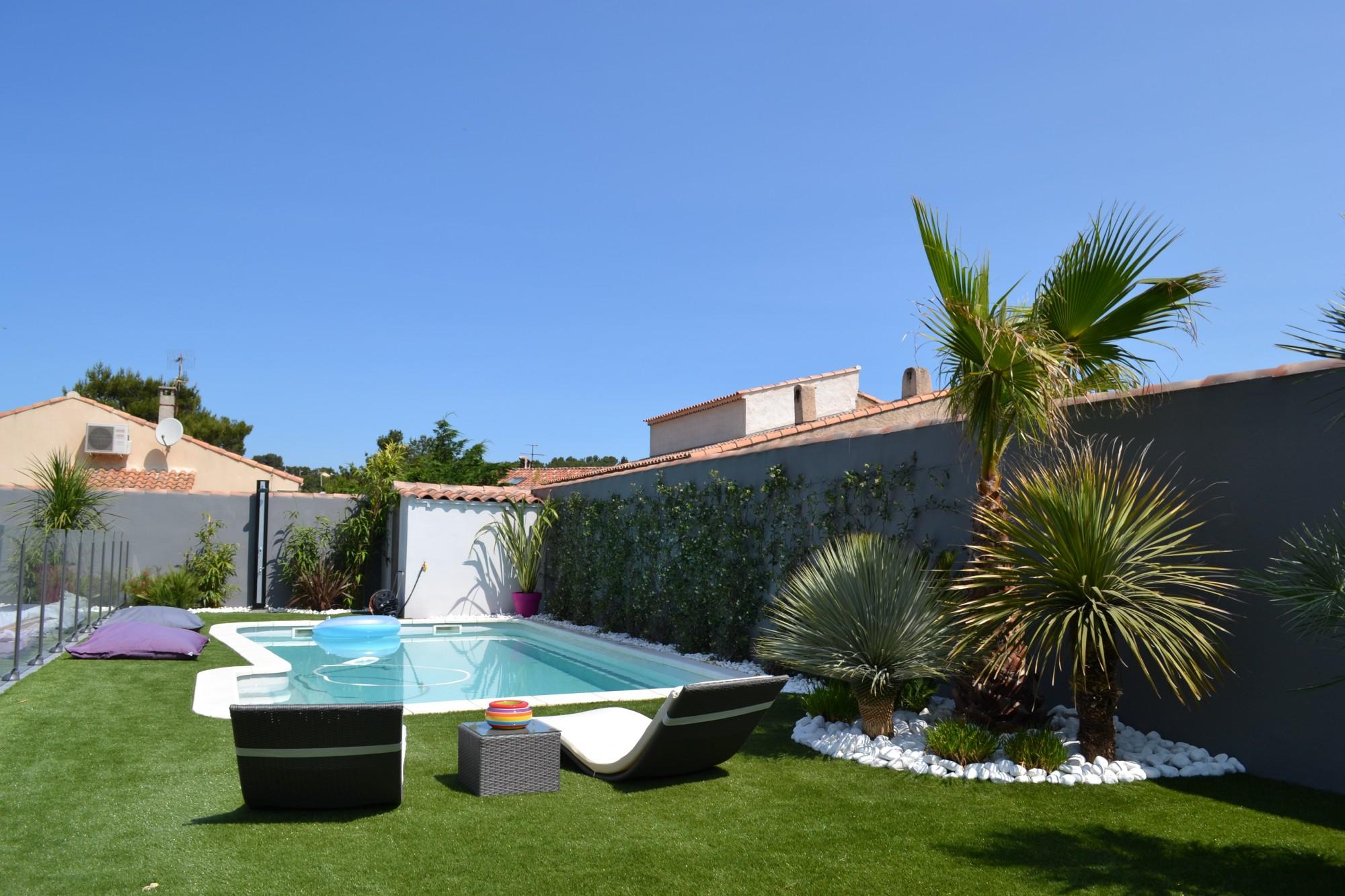 maison moderne jardin piscine