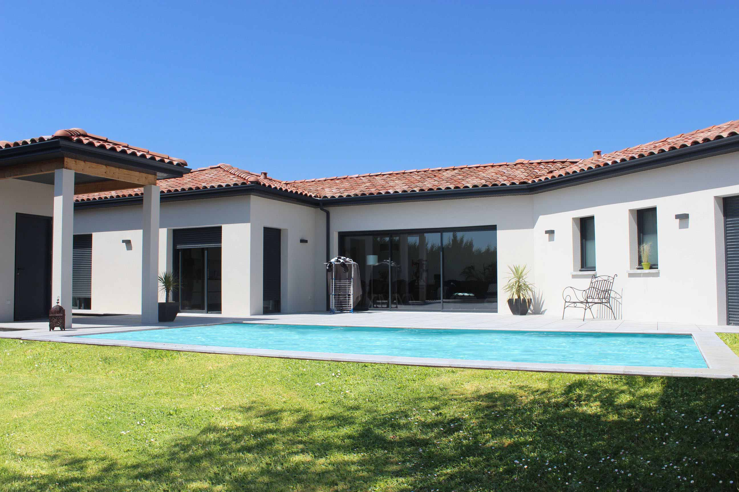 maison moderne plain pied 06 piscine. Black Bedroom Furniture Sets. Home Design Ideas