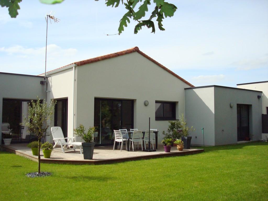 Maison moderne tuile for Prix tuile fond plat