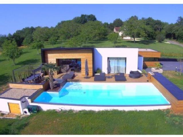 Maison moderne plain pied avec piscine