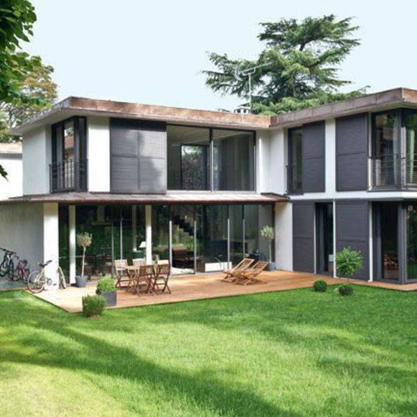 maison moderne avec jardin