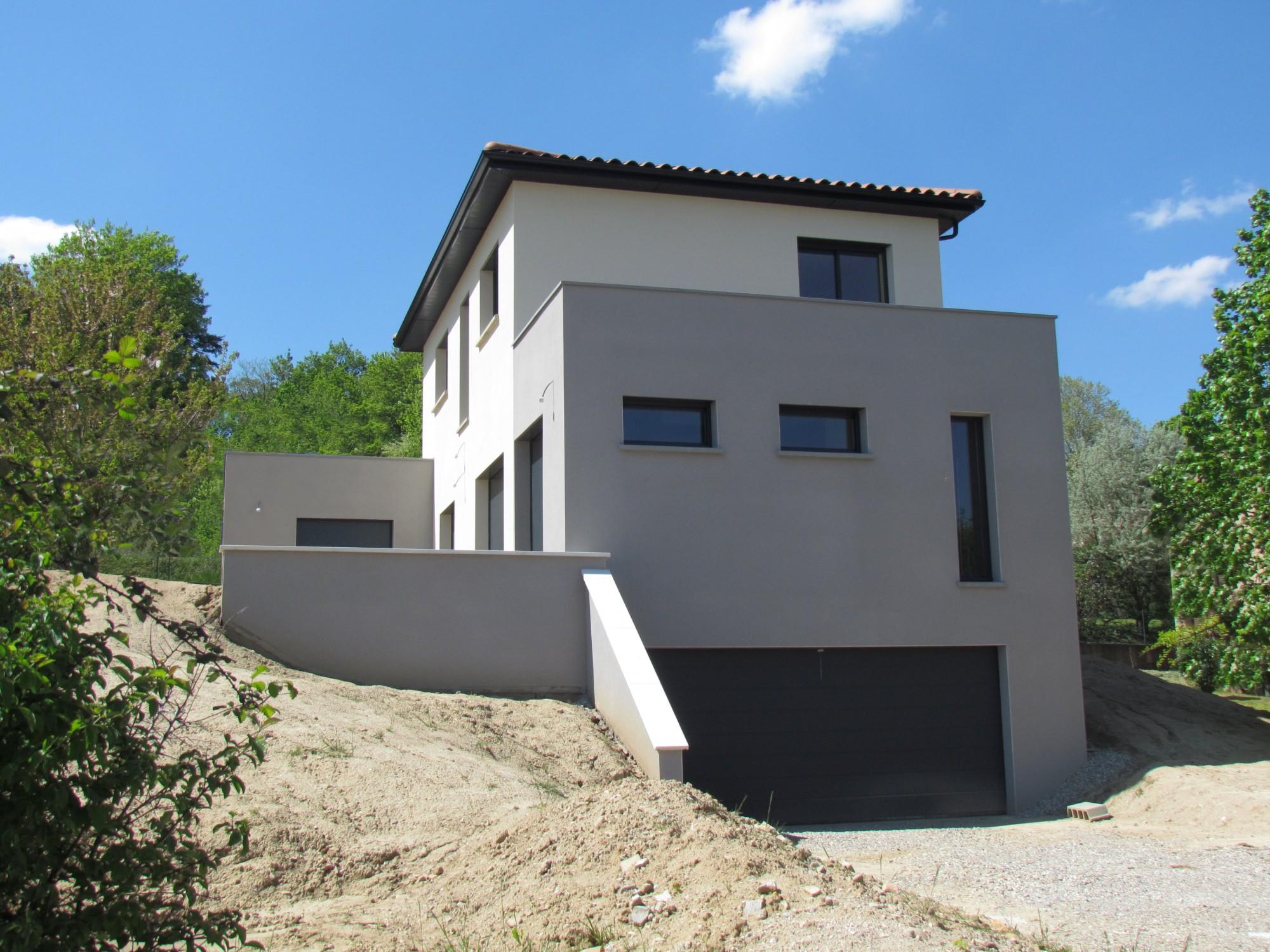 maison moderne terrain en pente