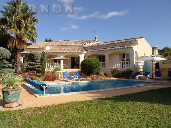 maison plain pied piscine